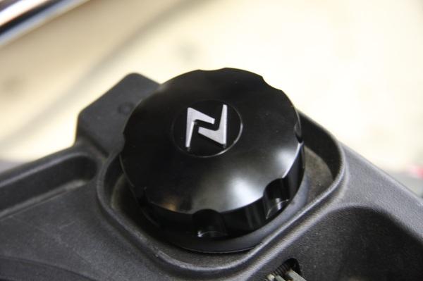 画像1: Zelioni ビレット タンクキャップ(ブラック・ポリッシュ)