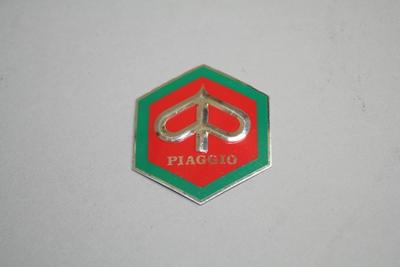 画像1: PIAGGIO六角マーク(中)湾曲タイプ 赤